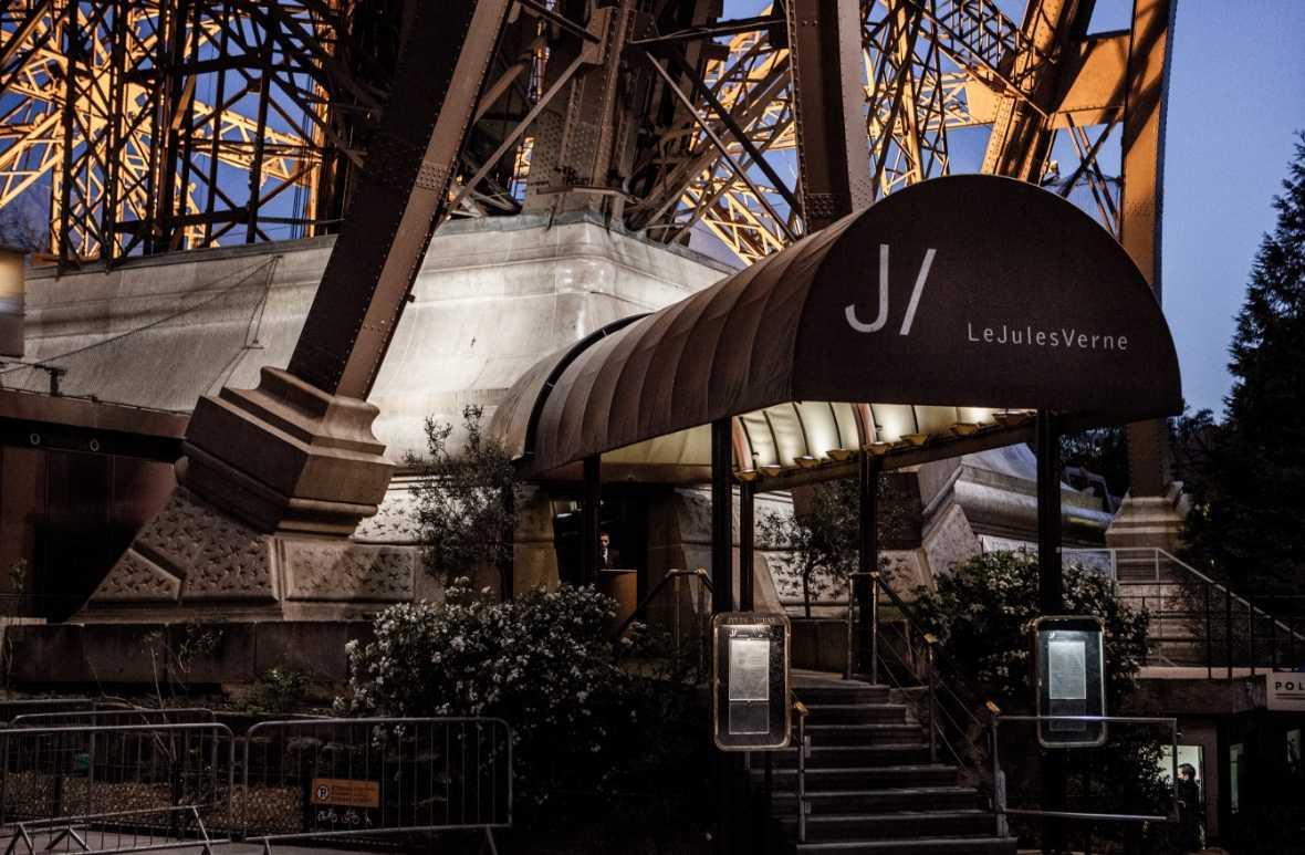 La torre eiffel recorridos a pie dentro de par s tours en par s - Restaurante julio verne ...