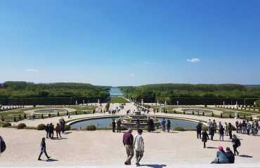 La Fuente y el Parterre de Latone lejos